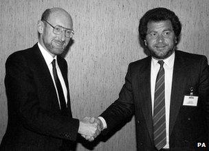 Sinclair_sale_to_Amstrad_1986_Sinclair_Sugar_handshake